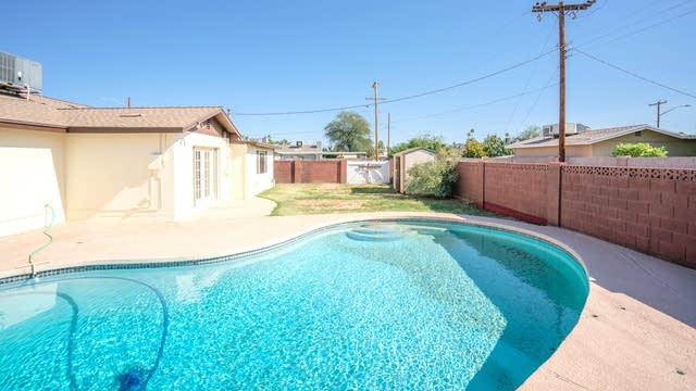 Photo 1 of 21 - 3701 W Echo Ln, Phoenix, AZ 85051