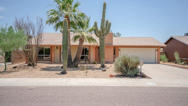 Photo 1 of 21 - 425 W Oraibi Dr, Phoenix, AZ 85027