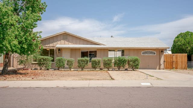 Photo 1 of 30 - 2520 E Hillery Dr, Phoenix, AZ 85032