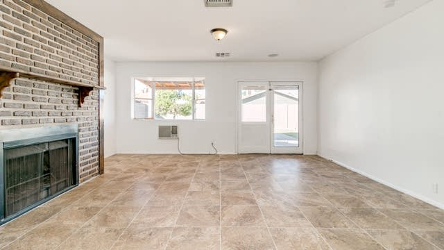 Photo 1 of 20 - 166 E Jacaranda St, Mesa, AZ 85201