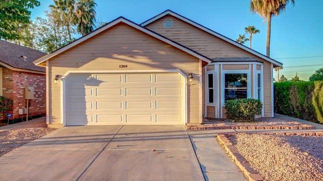 Photo 1 of 17 - 1304 W Rosewood Ct, Chandler, AZ 85224