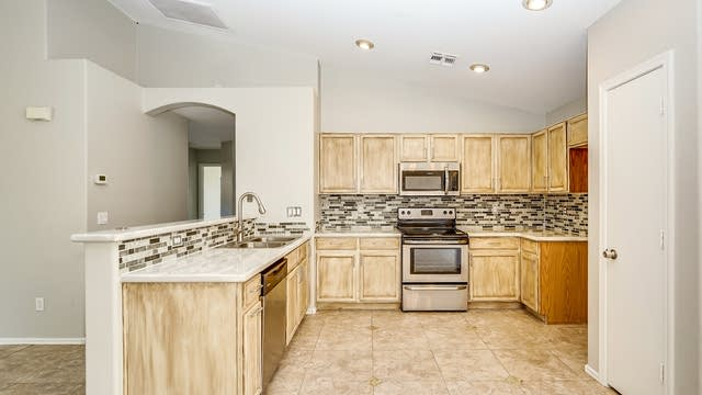 Photo 1 of 22 - 2609 E Beverly Rd, Phoenix, AZ 85042