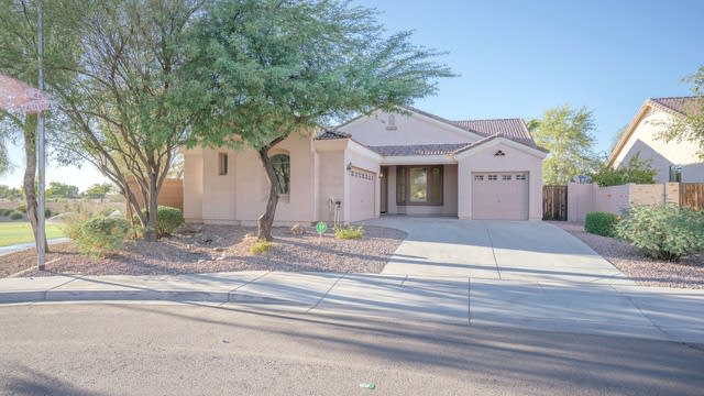 Photo 1 of 25 - 4424 W Alta Vista Rd, Phoenix, AZ 85339