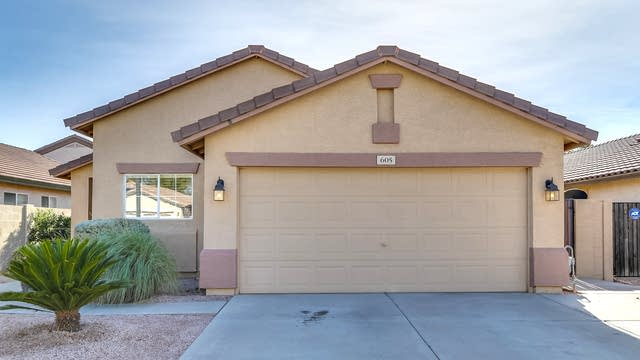 Photo 1 of 35 - 605 E Cantebria Dr, Gilbert, AZ 85296