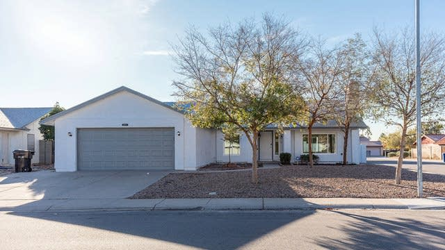 Photo 1 of 30 - 2075 W Gila Ln, Chandler, AZ 85224