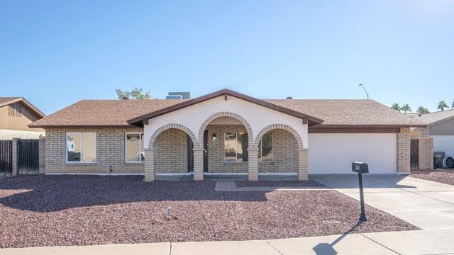 Photo 1 of 29 - 3111 W Woodridge Dr, Phoenix, AZ 85053