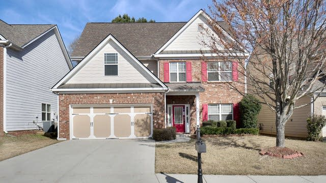 Photo 1 of 17 - 672 Lynnfield Dr, Lawrenceville, GA 30045