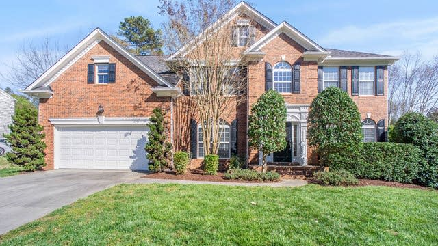 Photo 1 of 17 - 10518 Sutherby Dr, Charlotte, NC 28277