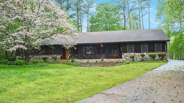 Photo 1 of 17 - 864 Richmond Ct SE, Conyers, GA 30094