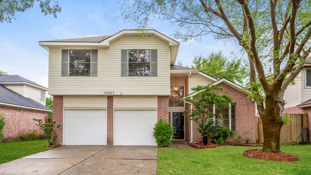 Photo 1 of 25 - 12307 Meadow Crest Dr, Meadows Place, TX 77477