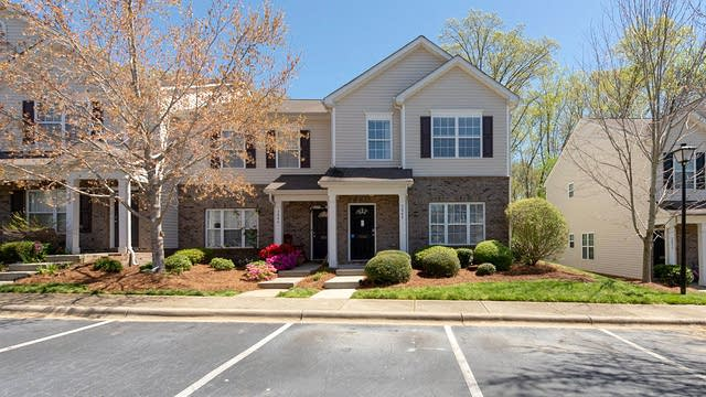 Photo 1 of 18 - 3044 Summerfield Ridge Ln, Matthews, NC 28105
