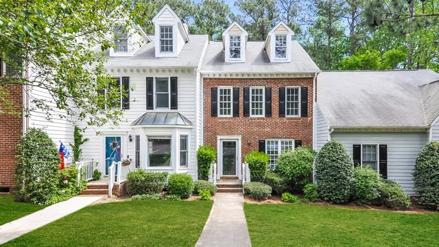 Photo 1 of 25 - 6032 Epping Forest Dr, Raleigh, NC 27613