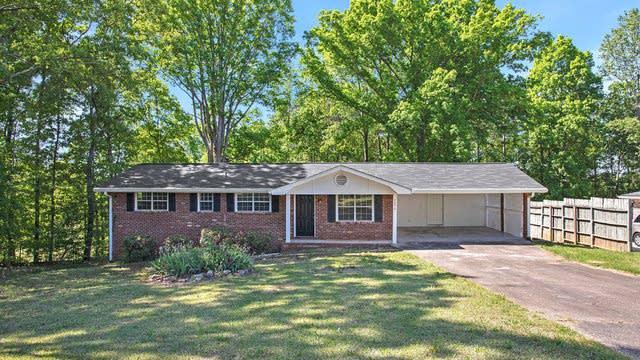 Photo 1 of 17 - 6096 Pebble Dr, Douglasville, GA 30135