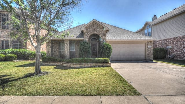 Photo 1 of 32 - 9112 Silsby Dr, Fort Worth, TX 76244