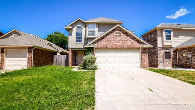 Photo 1 of 31 - 1337 Mimosa Ln, Lewisville, TX 75077