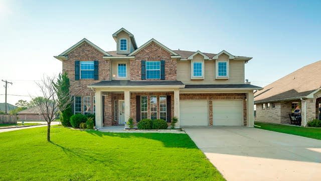 Photo 1 of 28 - 736 Evergreen Ct, Burleson, TX 76028