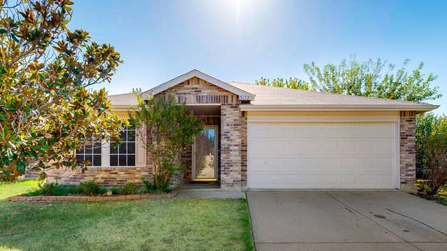 Photo 1 of 24 - 5132 Bedfordshire Dr, Fort Worth, TX 76135