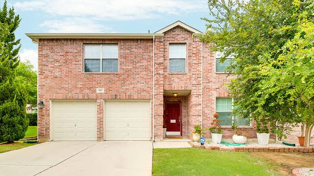 Photo 1 of 25 - 8312 Rocky Ct, Fort Worth, TX 76123