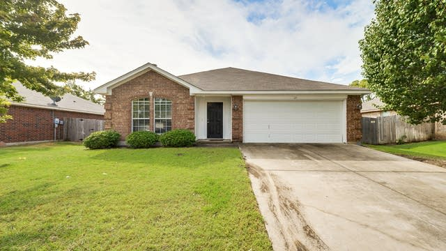 Photo 1 of 26 - 521 Buckstone Dr, Saginaw, TX 76179