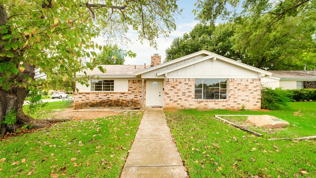 Photo 1 of 20 - 5201 Cloyce Ct, North Richland Hills, TX 76180