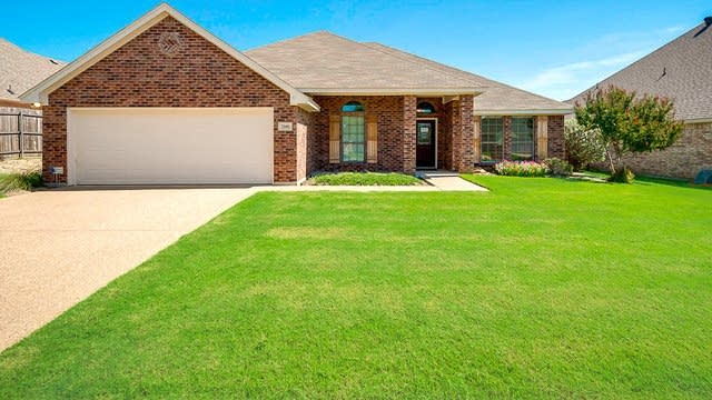Photo 1 of 26 - 7505 Rolling Hills Dr, Benbrook, TX 76126