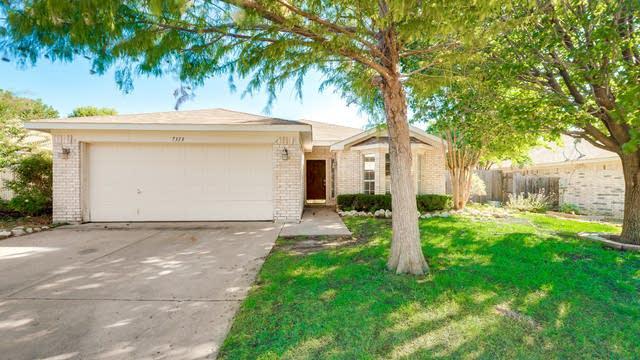 Photo 1 of 26 - 7313 Royal Oak Dr, Benbrook, TX 76126