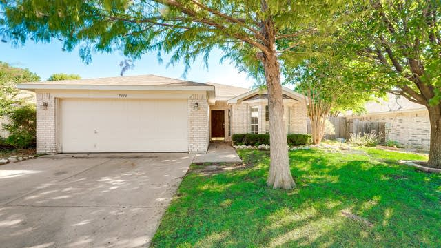 Photo 1 of 26 - 7313 Royal Oak Dr, Benbrook, TX 76126