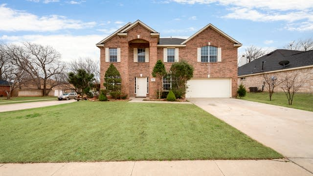 Photo 1 of 27 - 2102 Windcastle Dr, Mansfield, TX 76063