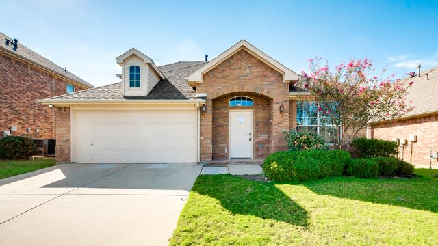 Photo 1 of 26 - 9749 Burwell Dr, Fort Worth, TX 76244