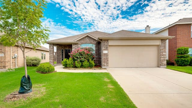 Photo 1 of 25 - 14020 Silkwood Dr, Haslet, TX 76052