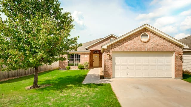 Photo 1 of 26 - 1028 Fort Apache Dr, Haslet, TX 76052