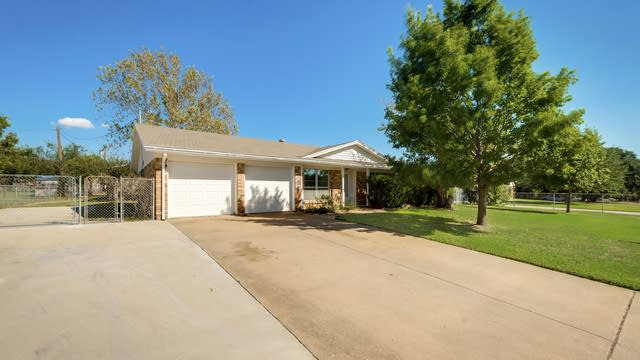 Photo 1 of 26 - 441 Wicker Way, Burleson, TX 76028