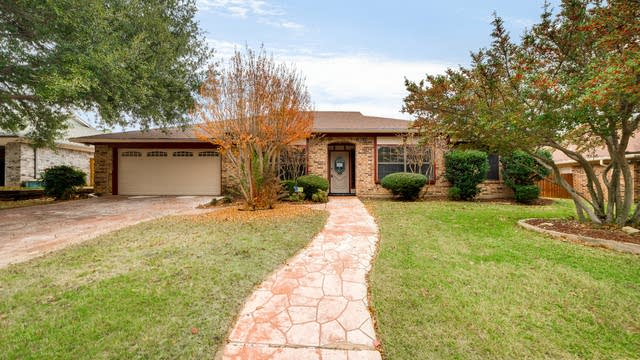 Photo 1 of 27 - 7304 Shady Hollow Ln, North Richland Hills, TX 76182