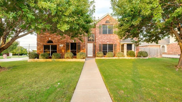 Photo 1 of 27 - 710 Ascot Park Dr, Mansfield, TX 76063