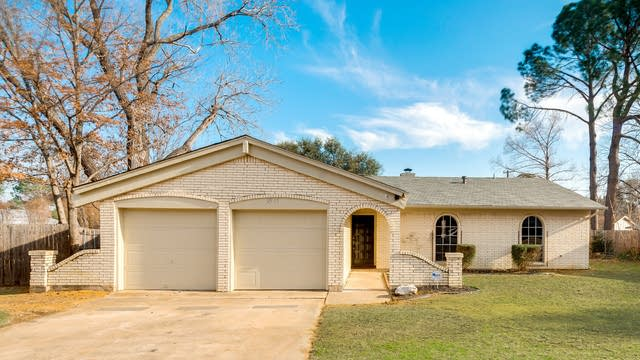 Photo 1 of 23 - 2517 Laredo Ct, Arlington, TX 76015
