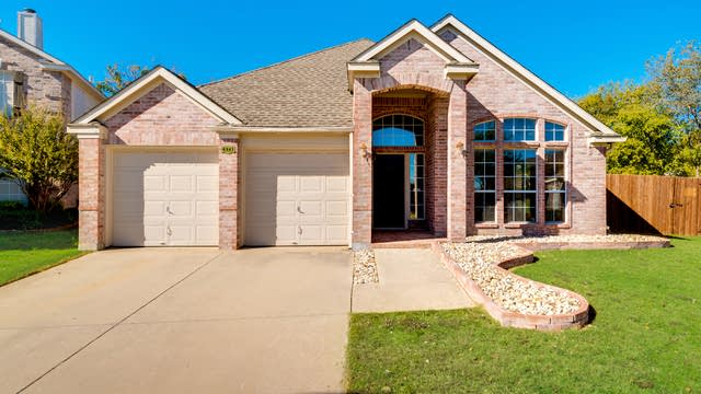 Photo 1 of 27 - 6841 Dougal Ave, Fort Worth, TX 76137