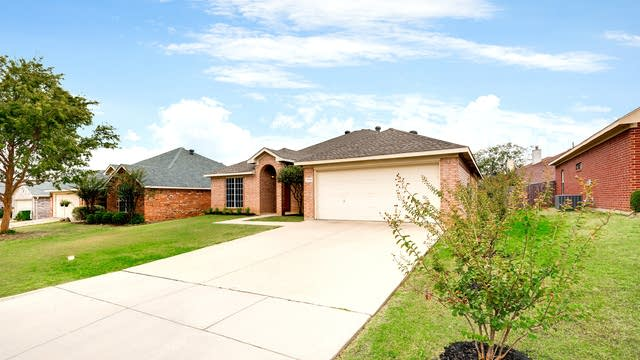Photo 1 of 25 - 1719 Country Crest Ln, Mansfield, TX 76063