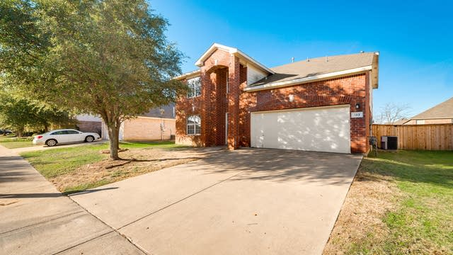 Photo 1 of 28 - 133 Heritage Dr, Crowley, TX 76036