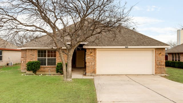 Photo 1 of 27 - 1718 Avenue B, Grand Prairie, TX 75051
