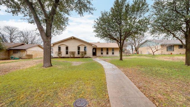 Photo 1 of 26 - 137 Cloudcrest Dr, DeSoto, TX 75115