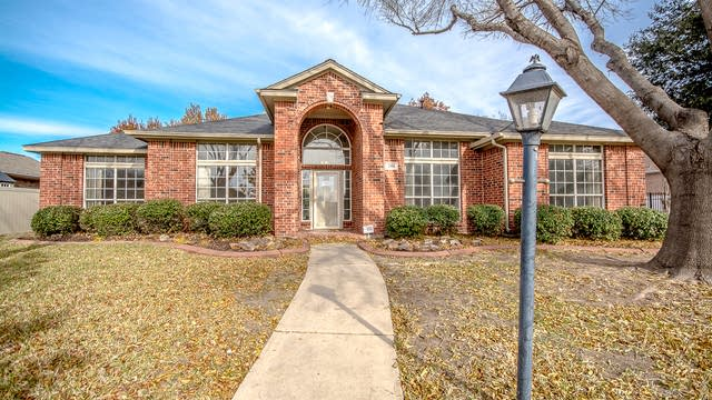 Photo 1 of 30 - 2906 Spartacus Dr, Grand Prairie, TX 75052