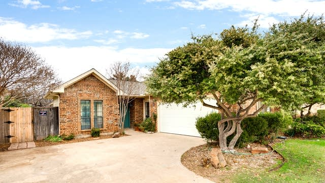 Photo 1 of 29 - 2537 Millcroft Ln, Carrollton, TX 75006