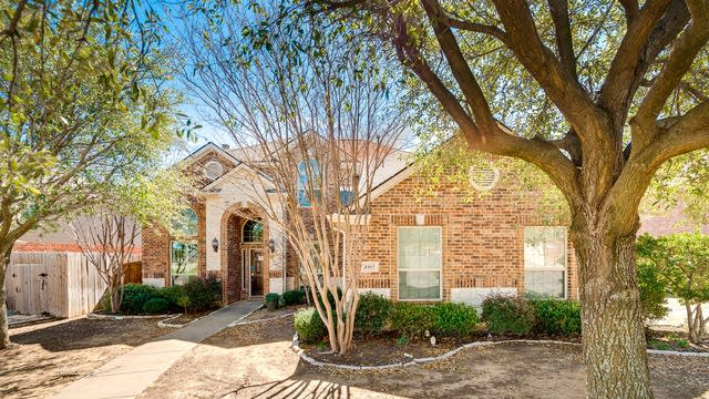 Photo 1 of 29 - 4102 Windy Meadow Dr, Corinth, TX 76208