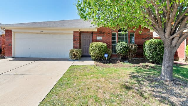 Photo 1 of 26 - 7304 Avington Way, Fort Worth, TX 76133