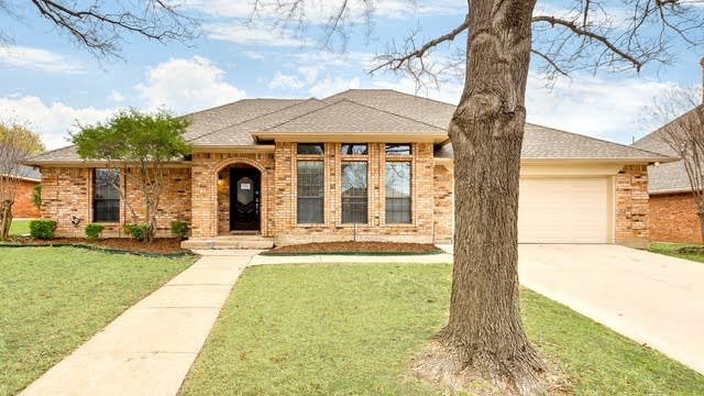 Photo 1 of 27 - 1310 Highland Dr, Mansfield, TX 76063
