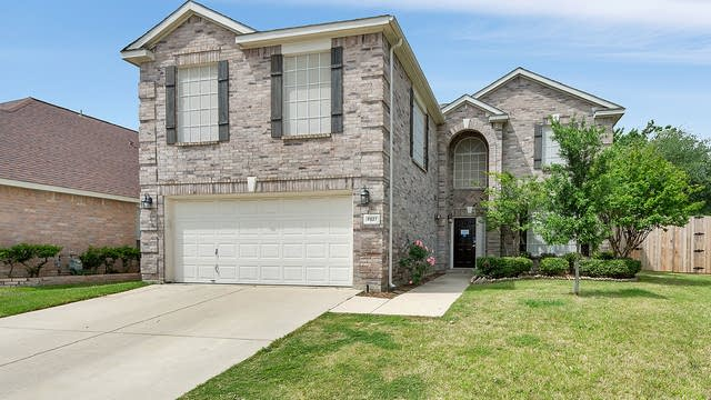 Photo 1 of 31 - 6837 Dougal Ave, Fort Worth, TX 76137