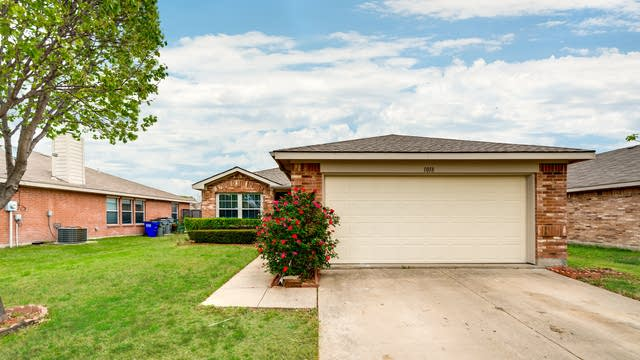 Photo 1 of 27 - 1018 Halifax Ln, Forney, TX 75126