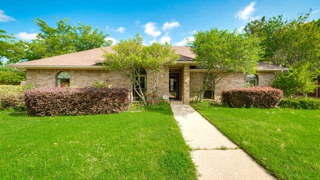 Photo 1 of 31 - 702 Meadowglen Cir, Coppell, TX 75019