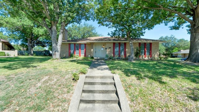 Photo 1 of 28 - 801 Oakbluff Dr, Lancaster, TX 75146