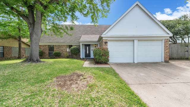 Photo 1 of 22 - 3720 Windsong Ln, Bedford, TX 76021